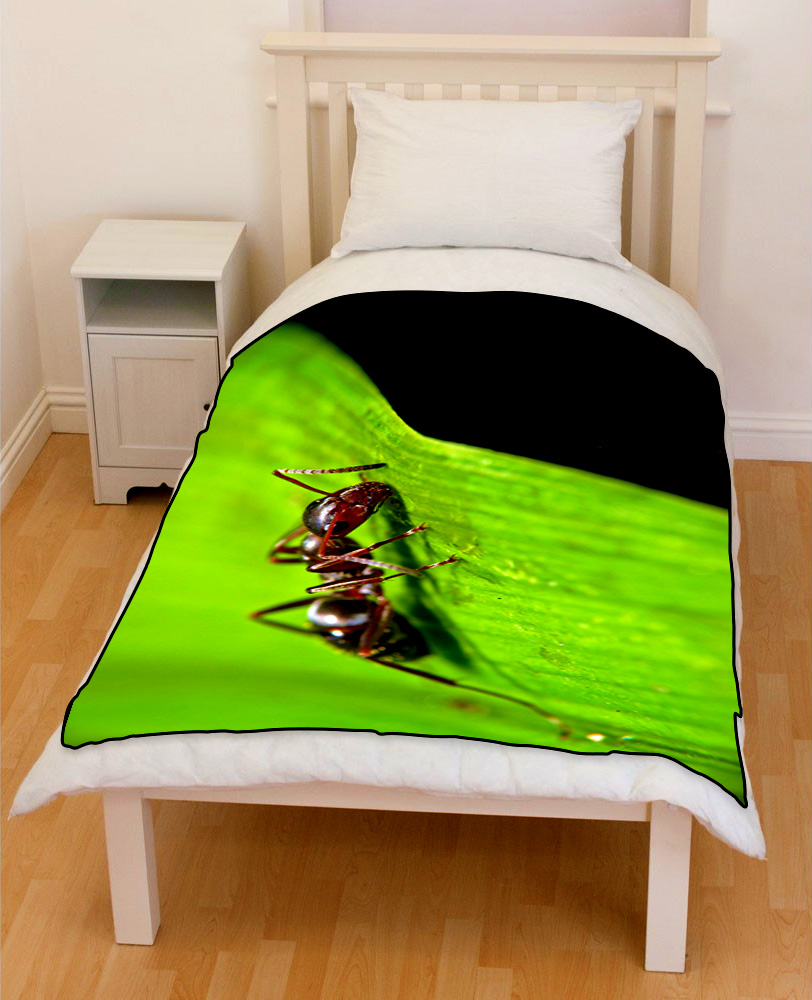 ant on leaf bedding throw fleece blanket